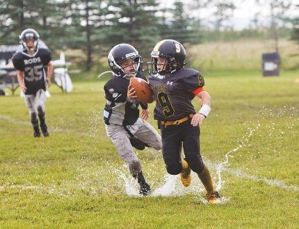 The Interlake Thunder atom football team takes to the gridiron in Selkirk against the Winnipeg Rods Aug. 22. (Brook Jones, Interlake Publishing, Postmedia Network)