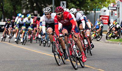 The peloton turns onto 100 Avenue during the final stage of the Tour of Alberta in Edmonton, Alta. on Monday, Sept. 7, 2015. Codie McLachlan/Edmonton Sun/Postmedia Network
