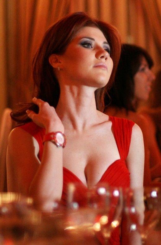 Sexy Russian spy Anna Chapman a new mom