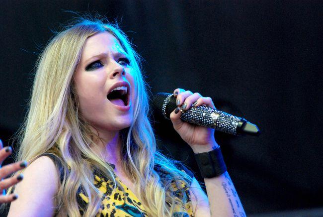 "Avril Lavigne (<A HREF=""http://www.wenn.com"" TARGET=""newwindow"">WENN.COM</a>)"