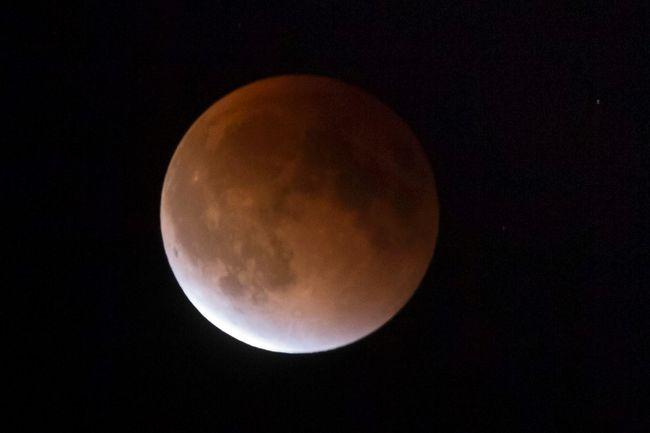lunar eclipse supermoon moon calgary