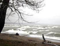 Waves crash on the Lake Erie shoreline along Rose Beach Line on Wednesday October 28, 2015 in Chatham-Kent, Ont. (Vicki Gough/Chatham Daily News/Postmedia Network)