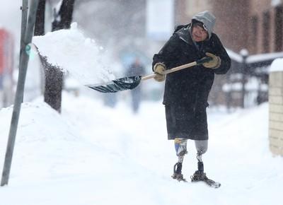James, shovels snow on River Ave in Winnipeg today.  He has two prosthetic legs.   Thursday, December 17, 2015.   Sun/Postmedia Network