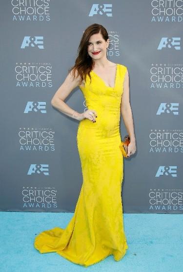 Actress Kathryn Hahn arrives at the 21st Annual Critics' Choice Awards in Santa Monica, California January 17, 2016.  REUTERS/Danny Moloshok
