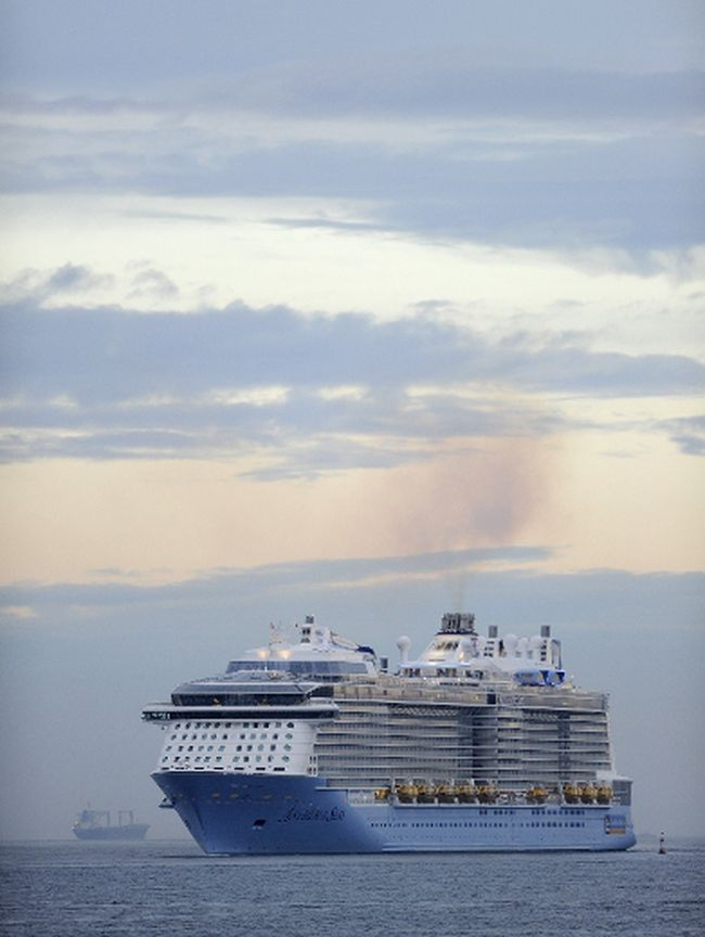 Cruise Ship Damaged During Terrifying Storm Brantford Expositor - Cruise ship damaged