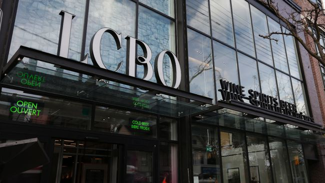 LCBO storefront. (Craig Robertson/Toronto Sun files)