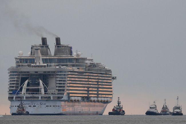 The Harmony of the Seas ( Oasis 3 ) class ship leaves the STX Les Chantiers de l'Atlantique shipyard site in Saint-Nazaire, France, March 10, 2016. REUTERS/Stephane Mahe