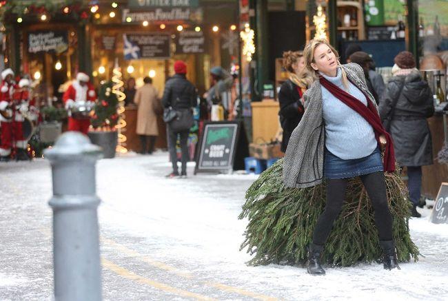 """Renee Zellweger is seen filming """"Bridget Jones's Baby"""" in London. (WENN.COM)"""