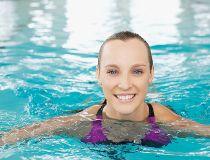 HXWomanSwimming