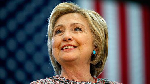 Clinton team questions Trump's aides Russian ties