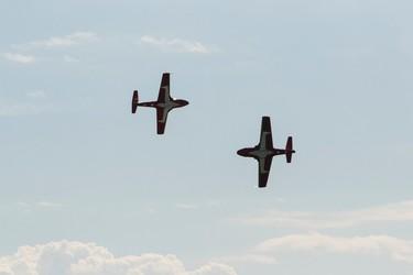 431 Air Demonstration Squadron Snowbirds perform at the 2016 Manitoba Air Show at Portage-Southport, Man., on Saturday, June 4, 2016. (Brook Jones/Postmedia Network)