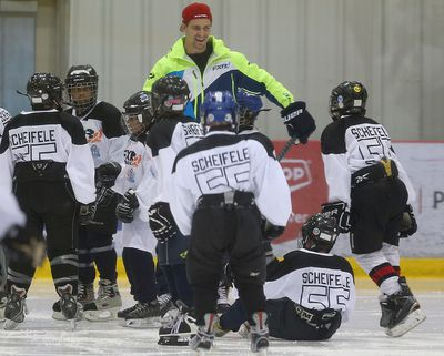 Winnipeg Jets center Mark Scheifele works with young players during a KidSport hockey camp in Winnipeg, Man. Sunday June 26, 2016. Brian Donogh/Winnipeg Sun/Postmedia Network