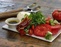 Caprese salad with crispy prosciutto