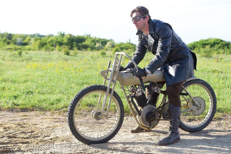 Michiel Huisman plays Walter Davidson