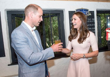 Kate Middleton pours a pint_7