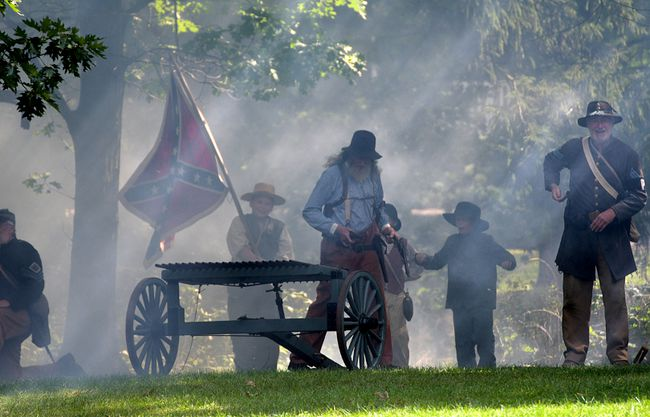 Bob Strawhorn's volley gun mowed down the Federal line Sunday in Otterville. (CHRIS ABBOTT/TILLSONBURG NEWS)