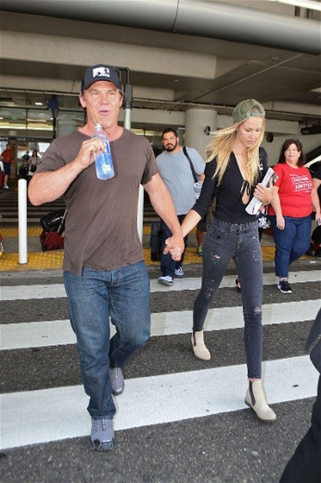 """Josh Brolin and Kathryn Boyd. (<A HREF=""""http://www.wenn.com"""" TARGET=""""newwindow"""">WENN.COM</a>)"""