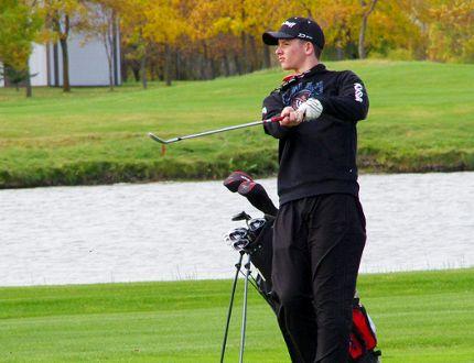 NPC's Eric Klassen chips one to the green during the MHSAA provincial golf championships in Winkler Sept. 23, 2016. (Alexis Stockford/Winkler Times)