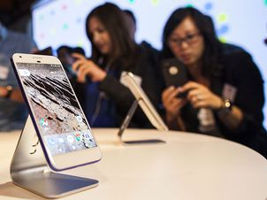 b6d90f9ee1e Google unveils new Pixel phone