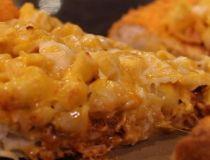 Mac n' Cheetos pizza