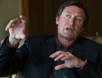 Wayne Gretzky sat down with hockey columnist Mike Zeisberger in Toronto on Monday, Oct. 17, 2016. (Craig Robertson/Toronto Sun)