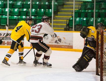 The Selkirk Fishermen took to the ice against the North Winnipeg Satelites Oct. 18. (Brook Jones/Interlake Publishing/Postmedia Network)