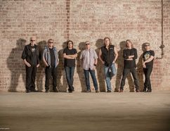 Kansas, with guitarist Rich Williams, left.