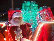 2016 Santas Parade of Lights _9