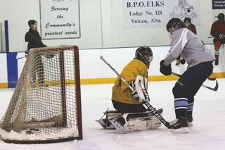 Hockey program going strong | Vulcan Advocate