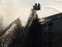 Edmonton fire crews battle blaze at west Edmonton apartment complex_8