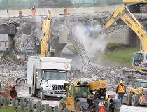 Construction work on Jameson Bridge, above the Gardiner Expressway in downtown Toronto. (Toronto Sun Files)