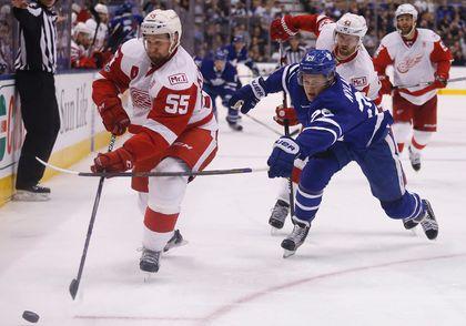 Leafs Beat Wings 3-2_1