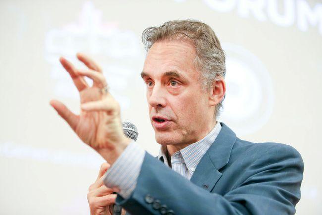 University of Toronto Prof. Jordan Peterson speaks at the Sandford Fleming building in Toronto on Feb. 4, 2017. (Veronica Henri/Toronto Sun)