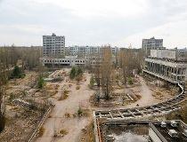 Chornobyl's ghost town draws daring visitors_1