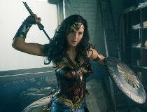 Gal Gadot shines in new 'Wonder Woman' photos_1