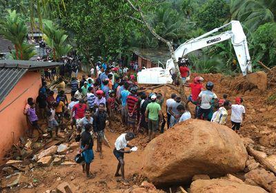 Locals gather to watch rescue operation in Bellana village in Kalutara district, Sri Lanka, Friday, May 26, 2017. (AP Photo/Eranga Jayawardena)