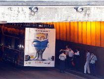 Double-decker tourist bus stuck under Paris bridge_1