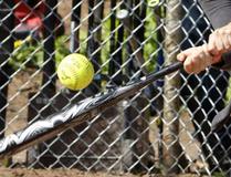 Softball. CLIFFORD SKARSTEDT / POSTMEDIA