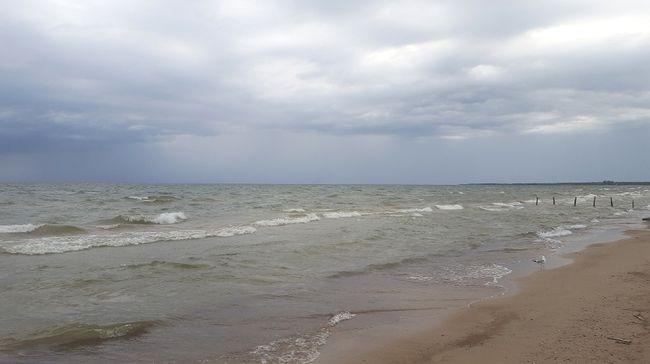 Waves crash against the shore at Sauble Beach. (Rob Gowan The Sun Times)