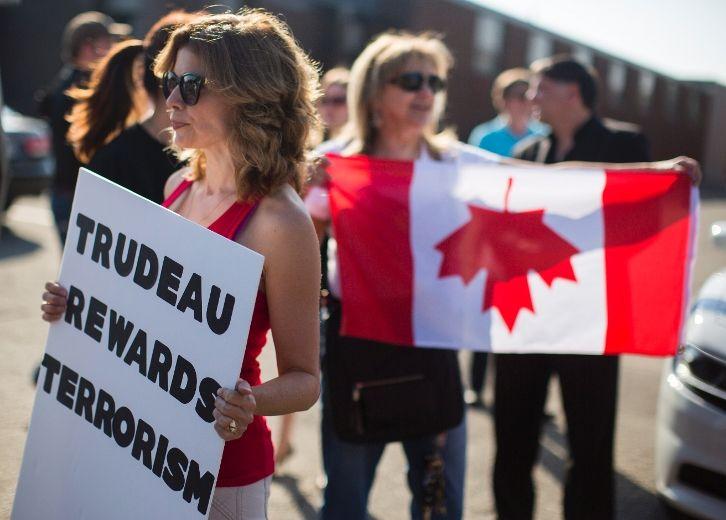 Trudeau criticizes Tories for showing Khadr 'domestic squabble' ahead of NAFTA negotiations