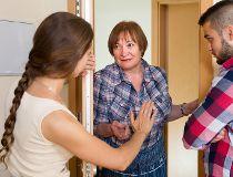 woman intrudes at door