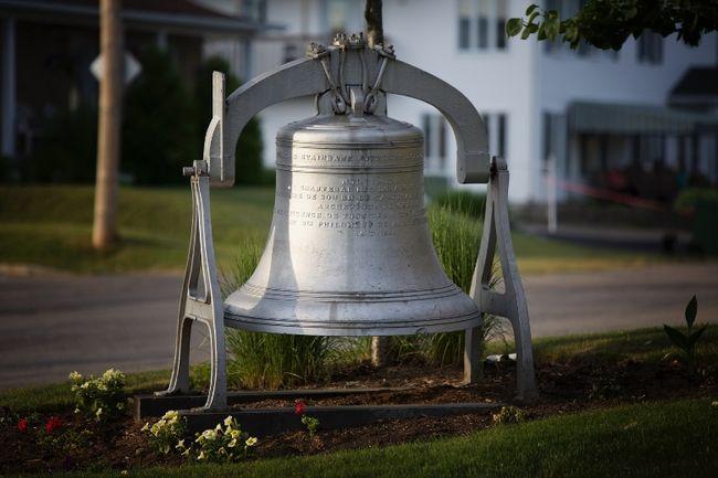 A 2,000 pound bell was stolen from the town of Saint-Raymond last weekend. (Ville de Saint-Raymond)