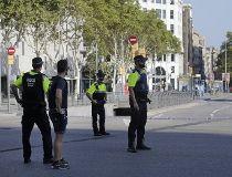 Van jumps sidewalk in Barcelona_1