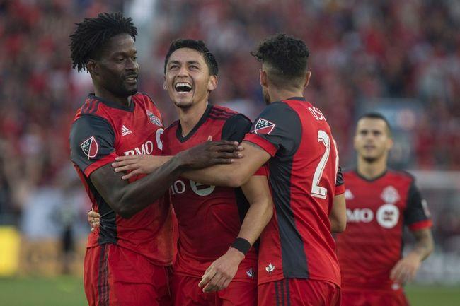 Toronto FC's Marco Delgado (centre). (THE CANADIAN PRESS/Chris Young)
