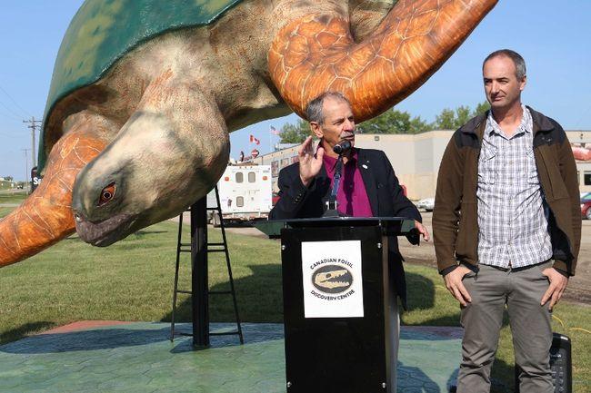 Mayor Ken Wiebe and sculptor Adolfo Cuetara helped welcome the turtle to Morden.