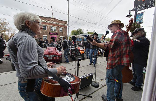 Acoustic folk trio Marr's Holler