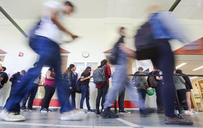 Fanshawe College students head to classes on Thursday, September 7, 2017. (DEREK RUTTAN, The London Free Press)