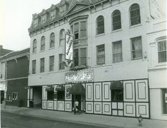 Bullwinkles Hotel at King Street, 1985. (London Free Press files)
