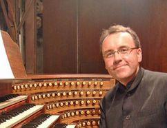 Pianist David Briggs