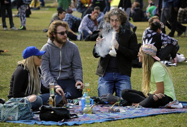 Hundreds of people attended the Edmonton 420 marijuana rally held at the Alberta Legislature grounds in Edmonton on Thursday April 20, 2017. Larry Wong/Postmedia Network